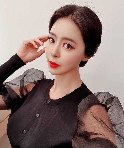 韩国最美车模爆红ins,因身材丰腴惹争议 明星图片 第6张