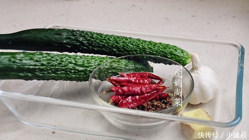 入味 2种方法切蓑衣黄瓜,柔软似水蛇腰,怎么扭都不会断,清脆入味快